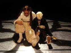 Magali Castellan - Costumière accéssoiriste - Réalisation de costumes de théâtres - Jeu d'enfant - DANSE HIP-HOP ET MARIONETTES - CRÉATION ET RÉALISATION DES COSTUMES . <br>(MARIONNETTE ET DANSEUSE)